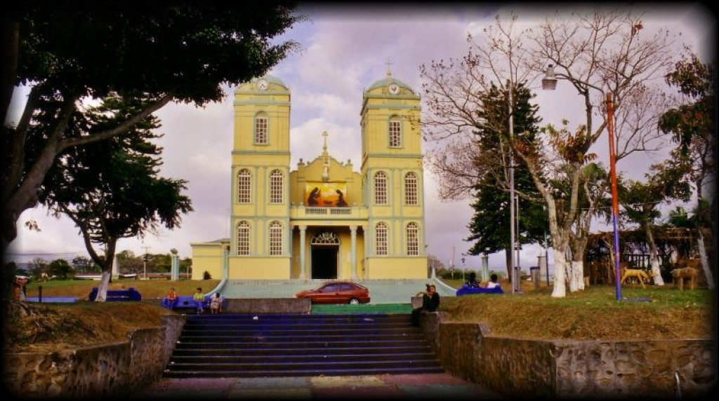 On our way out of Costa Rica, we went shopping in Sarchi.  Here is a church in the main plaza.