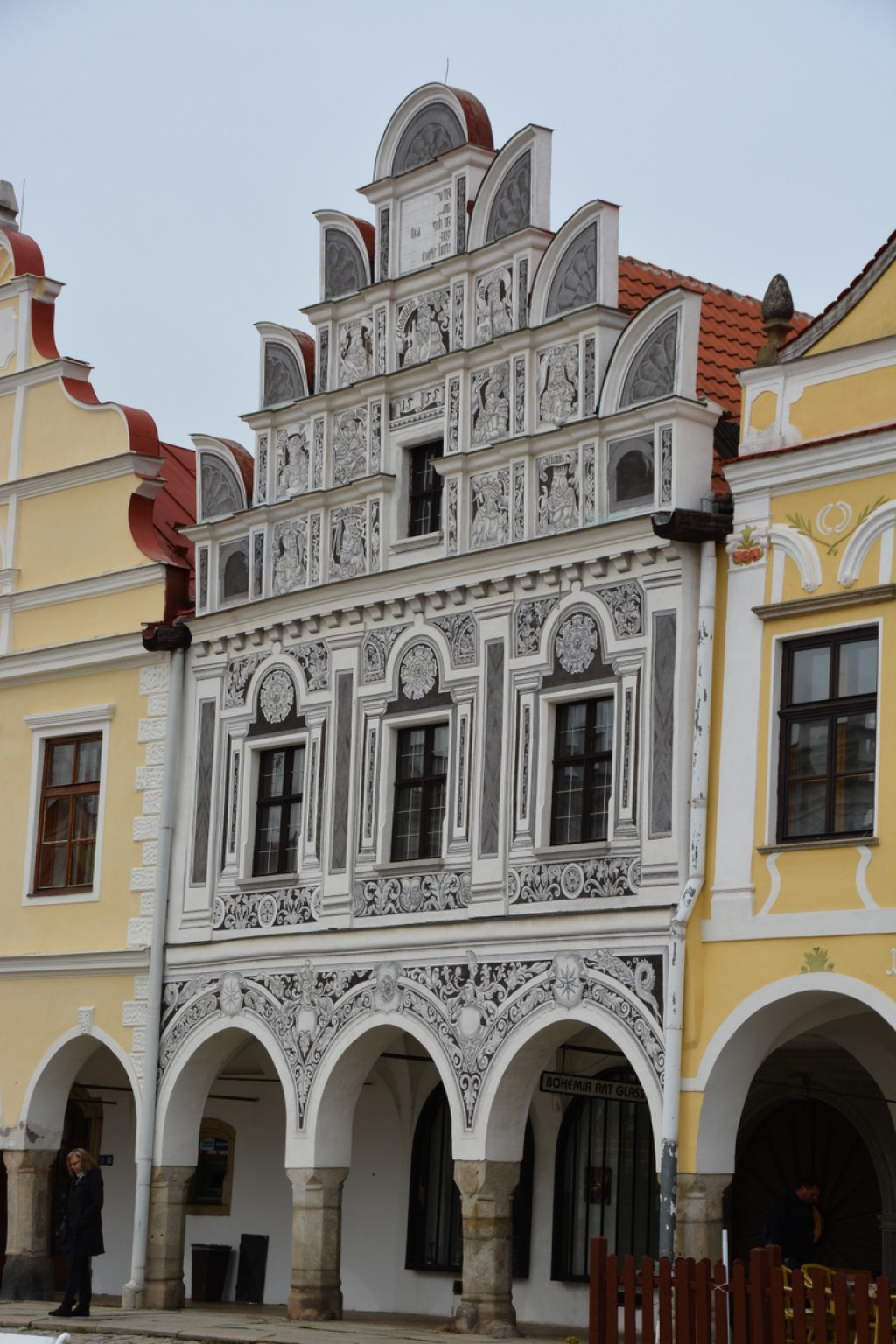We stopped briefly in Telc - what a magical little town. The square is fabulous, with its mulitcolored houses, and the old town is surrounded by fish ponds.