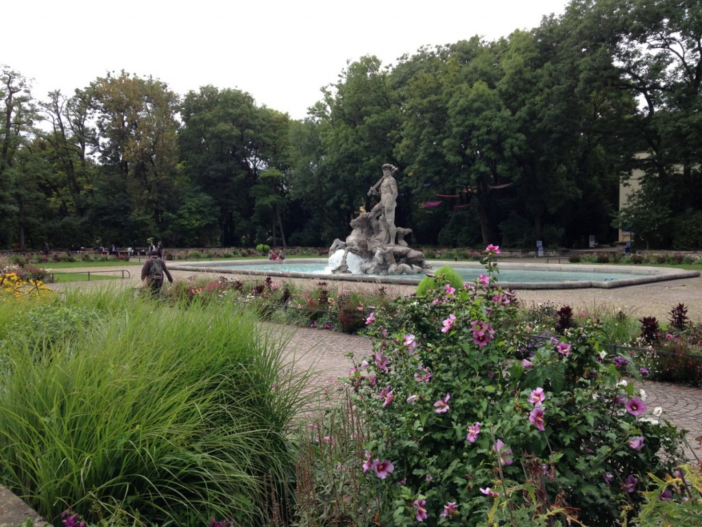 At the eastern edge of the Alter Botanischer Garten (Botanic Garden) next to Karlsplatz