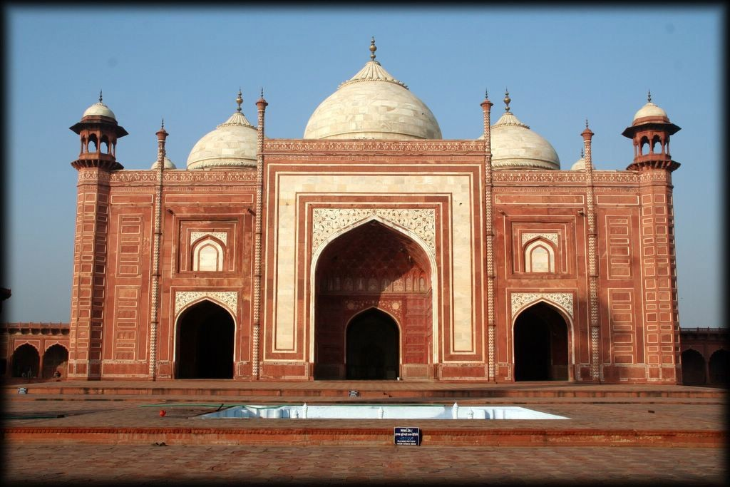 This is the Mosque, to the west of the Taj.