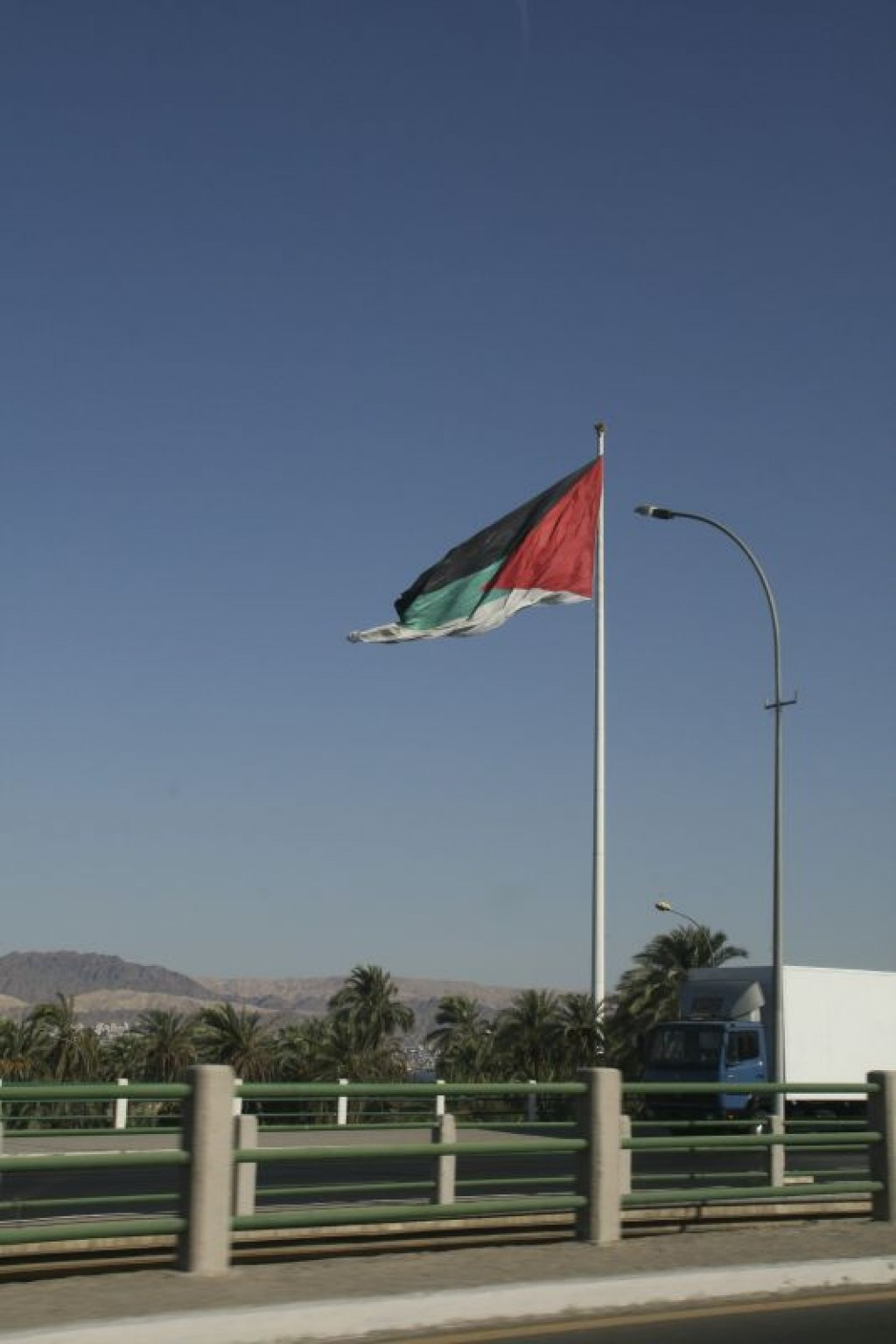 Jordanians love their huge flags.  It doesn't show well here, but this is actually far, far away - one of the largest flags we'd ever seen (until we got to Amaan)