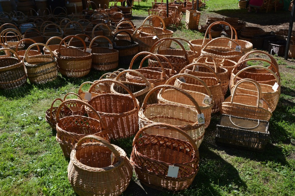 Baskets for sale at the Vermanes Park flea market