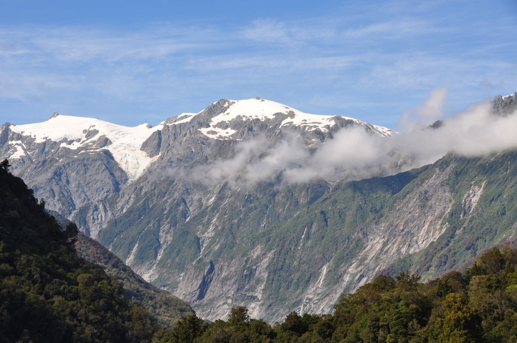 The day we left we had some clear blue skies with great views of the mountains around Franz Josef Glacier