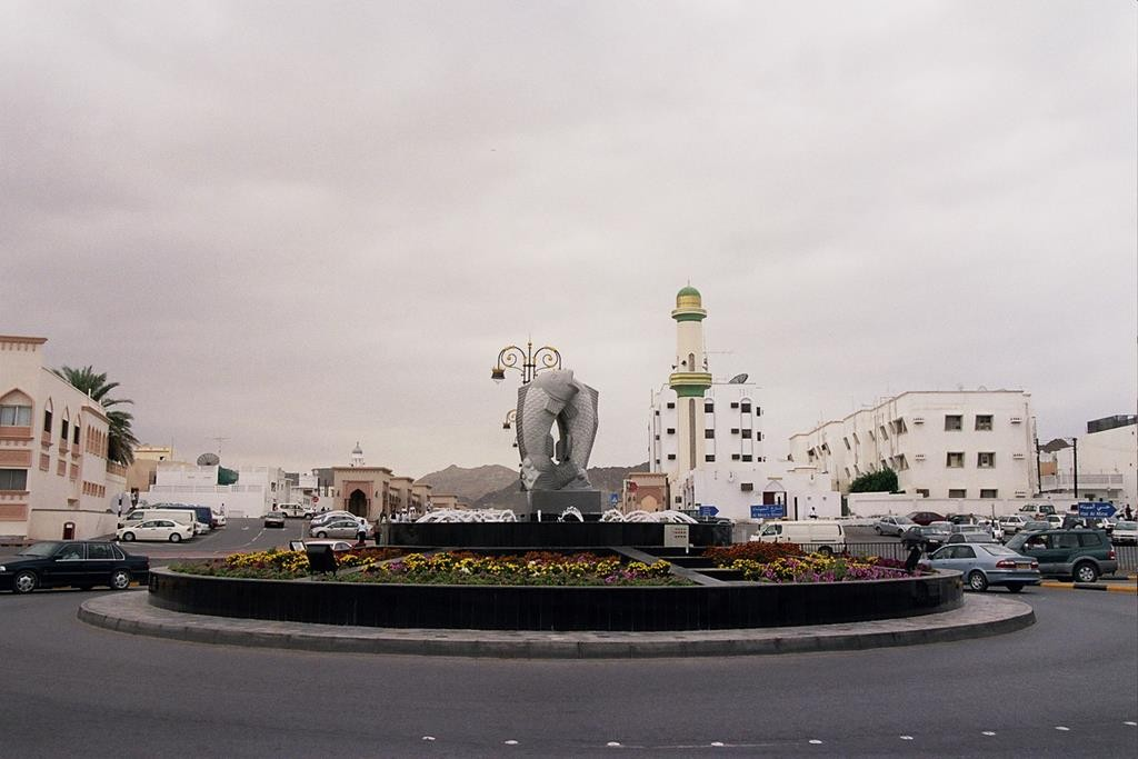 Roundabouts in Oman are beautifully decorated. They all feature statues or other works of art.