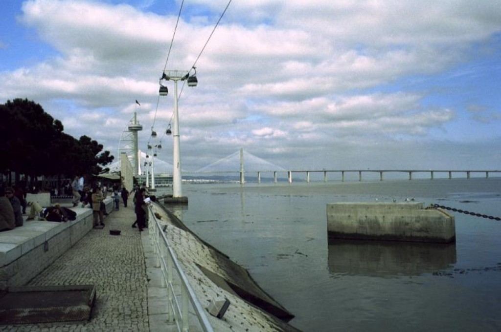 The park is beside the Tejo River.