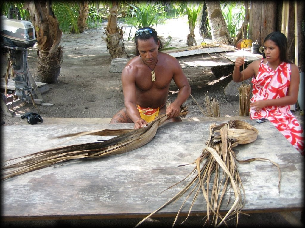 Demonstration of how they make the thatched roofs for the hotels out of pandanus.