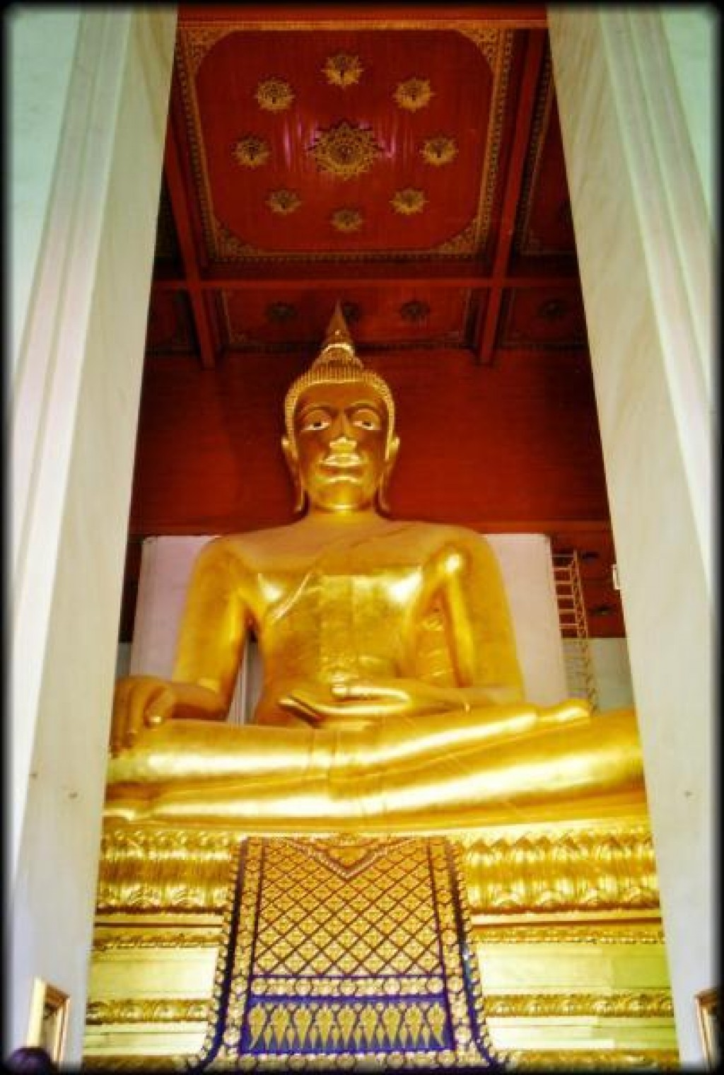 This is the largest bronze Buddha in all of Thailand, inside the Whan Phra Mongkhon Brophit.