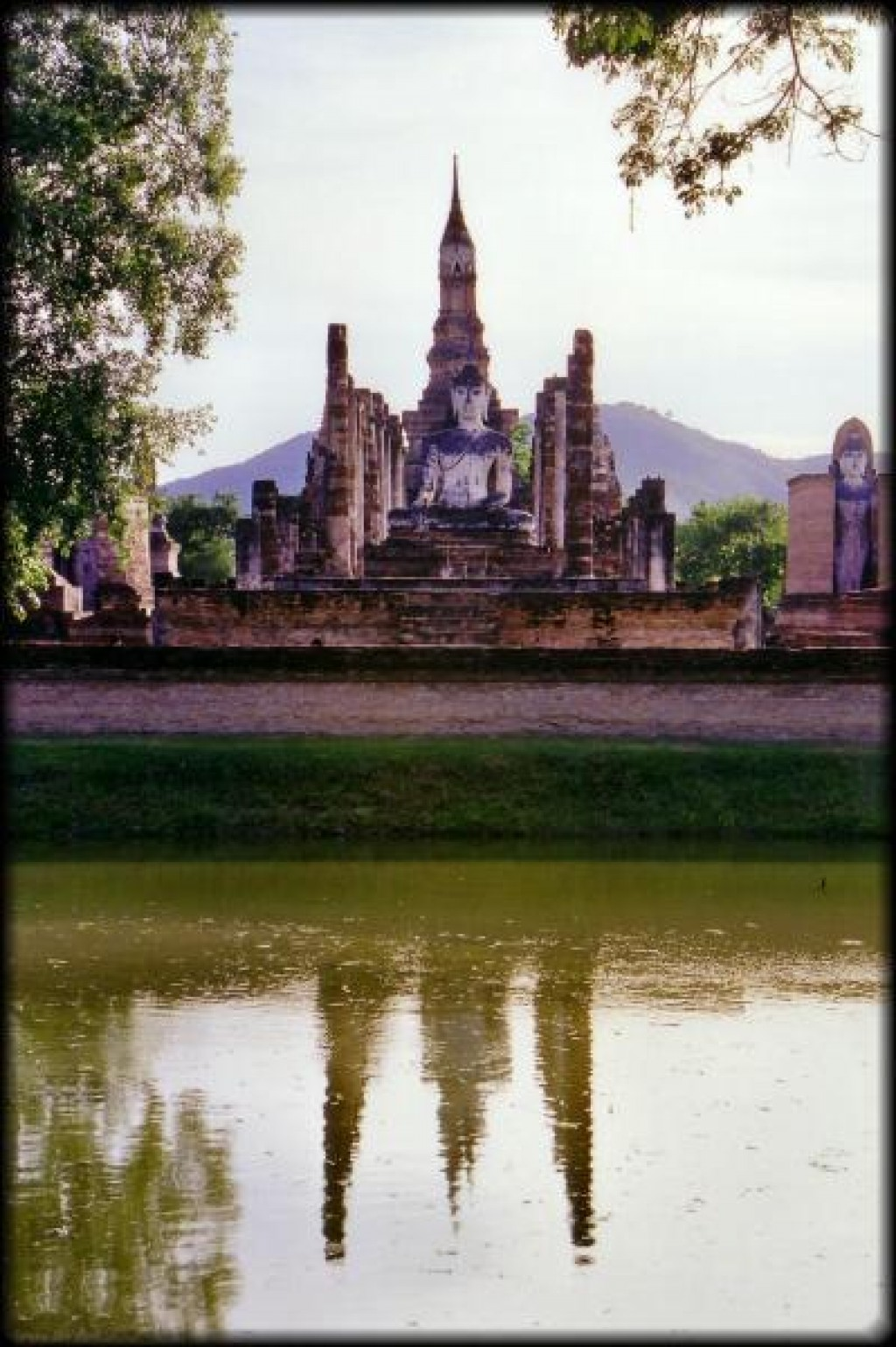 Sukhothai was very different to Ayutthaya in that all the temples are in one area of the city, in a huge spread out park.  There is greenery everywhere, rivers flowing around temples, and lots and lots of space.