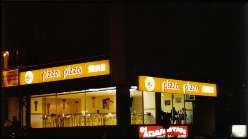 Right outside the mosque there was a Turkish Pizza Pizza joint.  Sure looked like the chain back in Canada...