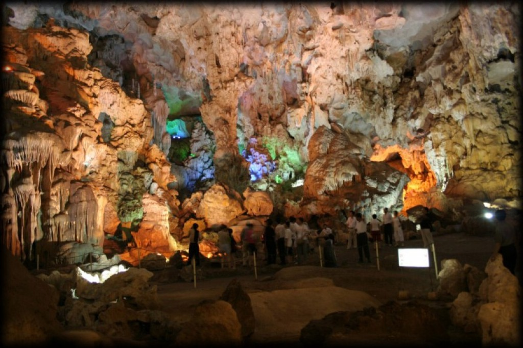 We visited the Thien Cung (Celestial Palace) grotto.