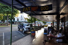 Outdoor, street-side seating at the Fat Dog Cafe, Rotorua, New Zealand