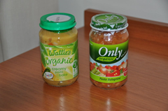 Watties and Only baby food were available everywhere we went in New Zealand.  Both brands offered organic choices.