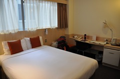 Clean, modern room at the Ibis Wellington