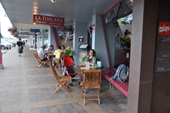 Trying to enjoy the outdoor seating at Te Anau's La Toscana Pizzeria